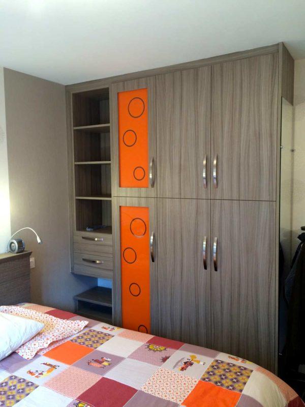 rangement chambre verre-laqué orange motifs ronds